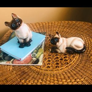 Vintage Enesco Siamese Cat Figurines .